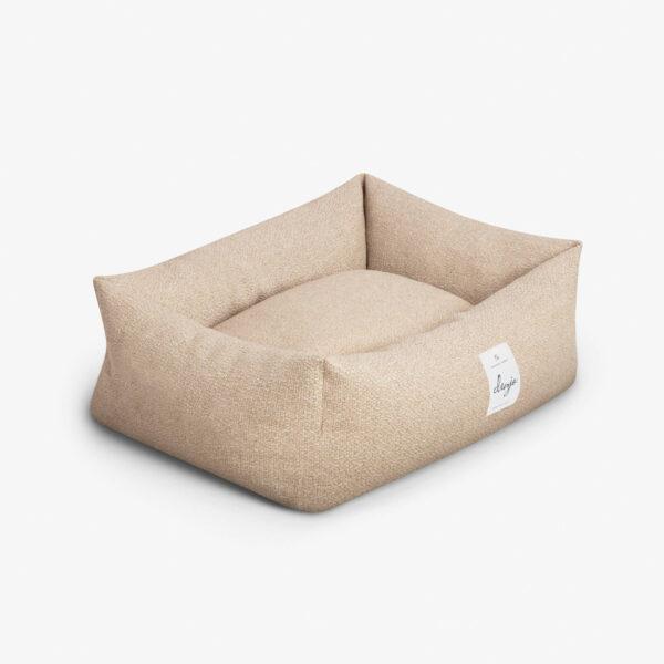 Rektangulär hundbädd med textiletikett framtill