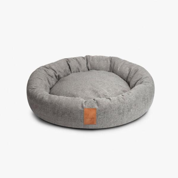 Ljusgrå hundbädd med läderdetalj framtill
